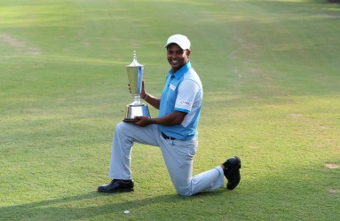 India's S.S.P Chawrasia poses with the trophy after winning the European Tour Indian Open golf tournament at the Delhi Golf Club in New Delhi on March 20, 2016. / AFP / SAJJAD HUSSAIN, Image: 278737064, License: Rights-managed, Restrictions: , Model Release: no, Credit line: Profimedia, AFP