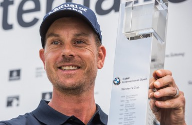 Winner Henrik Stenson of Sweden poses with his trophy at the Golf International Open in Pulheim, Germany, 26 June 2016. Photo: BERND THISSEN/dpa, Image: 292412077, License: Rights-managed, Restrictions: GERMANY OUT, Model Release: no, Credit line: Profimedia, AFP