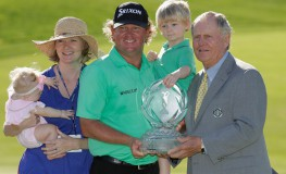 DUBLIN, OH - JUNE 05: William McGirt poses with his family and Jack Nicklaus after winning The Memorial Tournament at Muirfield Village Golf Club on June 5, 2016 in Dublin, Ohio.   Andy Lyons, Image: 289042657, License: Rights-managed, Restrictions: , Model Release: no, Credit line: Profimedia, Getty images