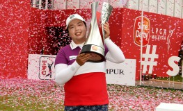 "This handout photo taken and released by IMG on October 30, 2016 shows Shanshan Feng of China posing with the winner's trophy following her victory after the final round of the Sime Darby LPGA women's golf tournament in Kuala Lumpur., Image: 304284747, License: Rights-managed, Restrictions: -----EDITORS NOTE --- RESTRICTED TO EDITORIAL USE - MANDATORY CREDIT ""AFP PHOTO / IMG / Khalid REDZA"" - NO MARKETING - NO ADVERTISING CAMPAIGNS - DISTRIBUTED AS A SERVICE TO CLIENTS - NO ARCHIVES, Model Release: no, Credit line: Profimedia, AFP"