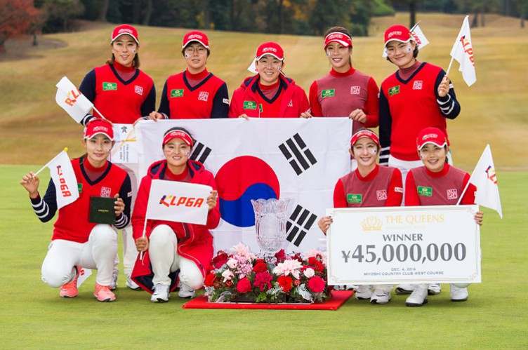 04/12/2016 Ladies European Tour 2016: The Queens presented by Kowa, Miyoshi Country Club, Aichi, Nagoya Japan. 2-4 December. The victorious KLPGA team with the trophy. Credit: Tristan Jones