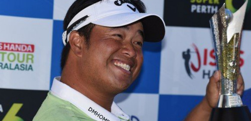 Thailand's Kiradech Aphibarnrat holds the trophy after winning the World Super 6 golf tournament in Perth on February 11, 2018., Image: 362938103, License: Rights-managed, Restrictions: --IMAGE RESTRICTED TO EDITORIAL USE - STRICTLY NO COMMERCIAL USE--, Model Release: no, Credit line: Profimedia, AFP